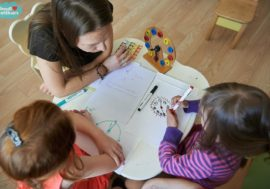 Волонтеры призывают создать школы в детских больницах Украины