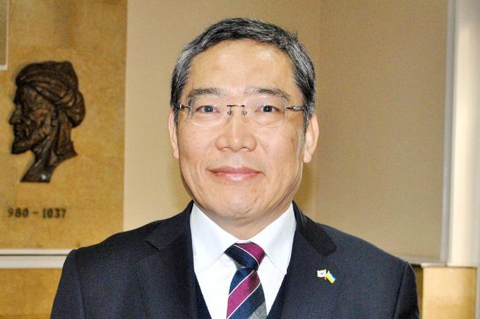 профессор Юн Тэк Рим из Республики Корея