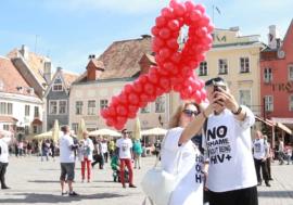Как в Таллинне отмечали День памяти людей, умерших от СПИДа (видео)