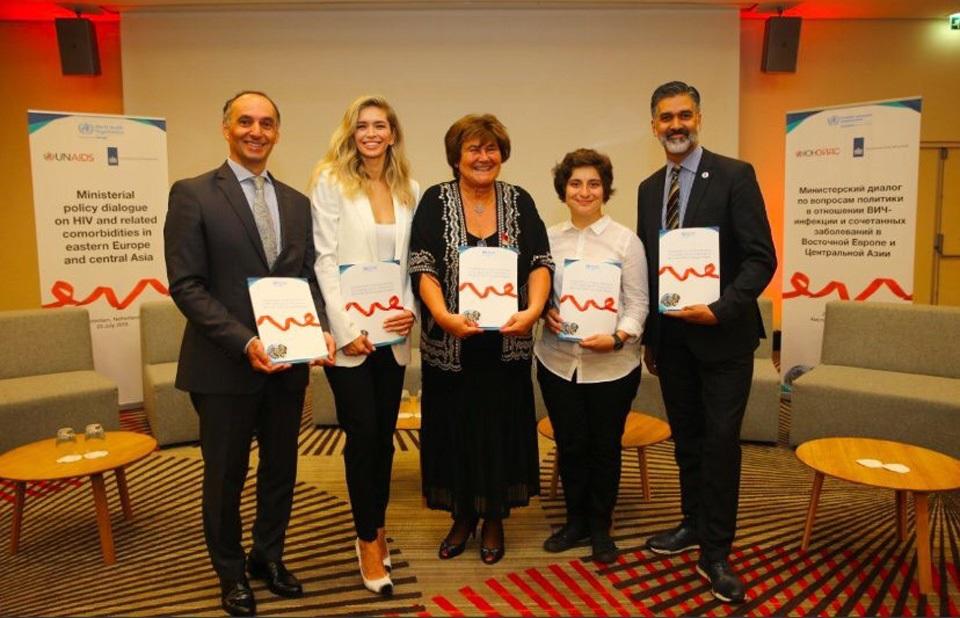 Лидеры здравоохранения из 10 стран Восточной Европы и Центральной Азии подтверждают приверженность расширению мер в ответ на эпидемию СПИДа. Фото: UNAIDS