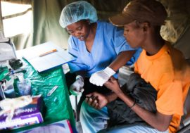 Танзанийское ноу-хау в диагностике ВИЧ: самотестирование в присутствии врача