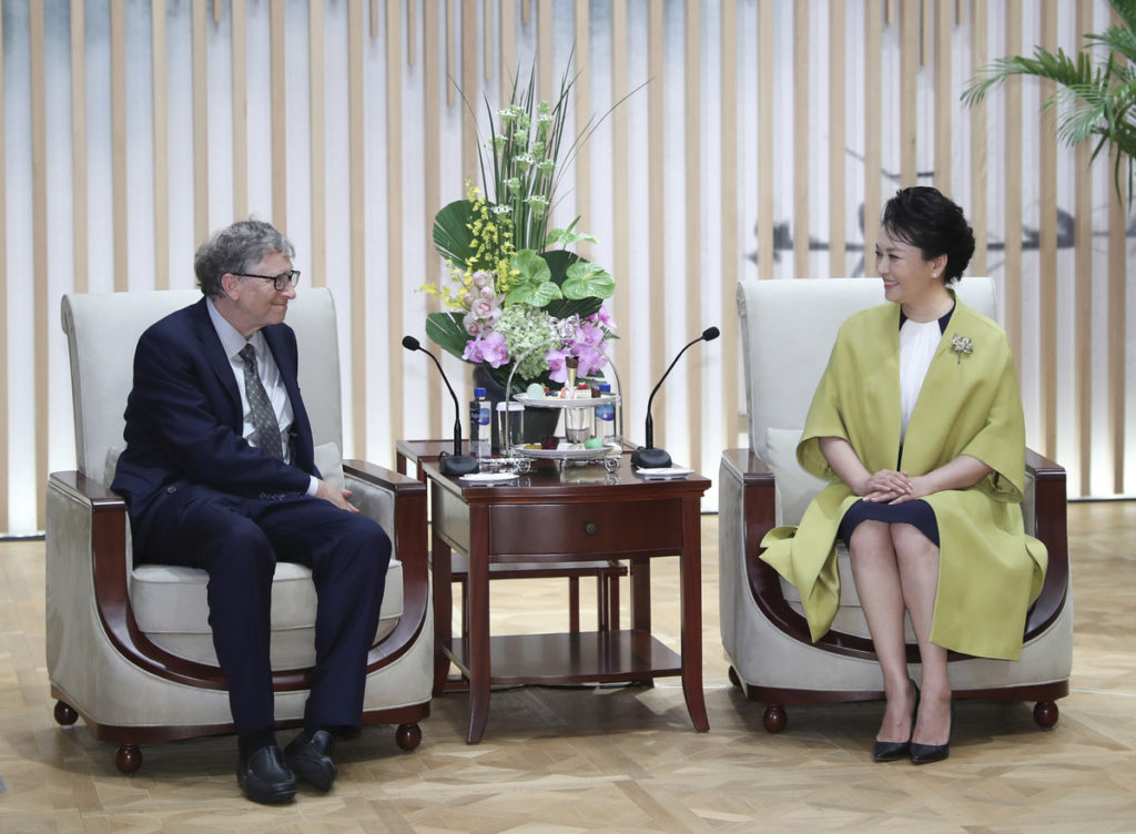 Пэн Лиюань и Билл Гейтс. Фото: Xie Huanchi/Xinhua