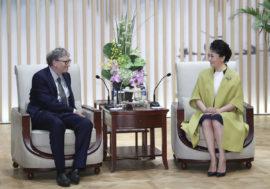 Первая леди Китая поблагодарила Билла Гейтса за вклад в борьбу с ВИЧ