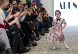 В Алматы состоялось детское дефиле в поддержку борьбы с ВИЧ (Фото)